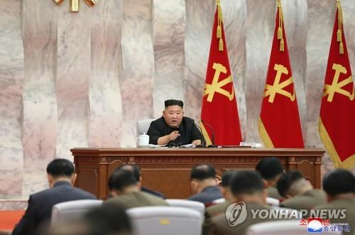 North Korean leader presides over an enlarged meeting of the Central Military Commission of the ruling Workers' Party in this photo released by the North's official Korean Central News Agency (KCNA) on May 24, 2020. (For Use Only in the Republic of Korea. No Redistribution) (Yonhap)