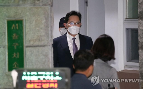 Vice Chairman of Samsung Electronics Lee Jae-yong leaves the Seoul Detention Center, located in Uiwang, south of Seoul, on June 9, 2020, after a court denied the issuance of an arrest warrant. (Yonhap)