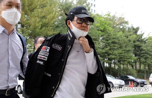In this file photo from May 28, 2020, singer-painter Cho Young-nam heads to a court in Seoul to attend a hearing. (Yonhap)