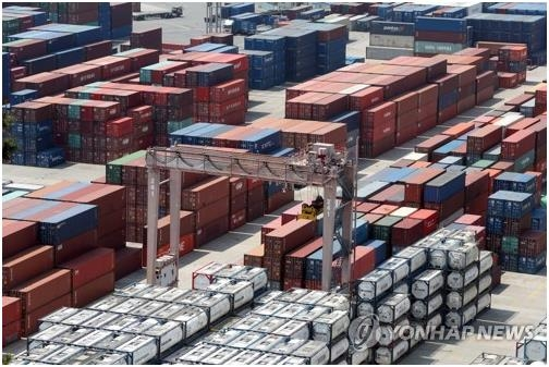 The photo, taken May 1, 2020, shows stacks of import-export cargo containers at South Korea's largest seaport in Busan, 450 kilometers south of Seoul. (Yonhap)