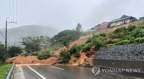 (LEAD) Southern South Korea hit by devastating downpours