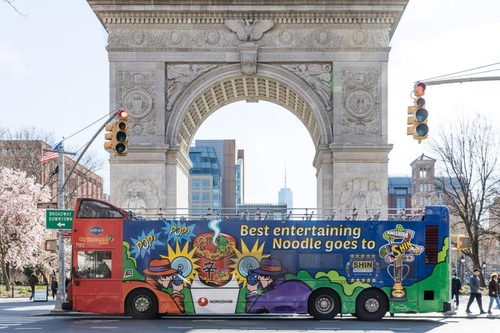 This photo, provided by Nongshim Co. on July 13, 2020, shows an advertisement on a bus in the United States for the company's signature spicy instant noodle Shin Ramyun. (PHOTO NOT FOR SALE) (Yonhap)