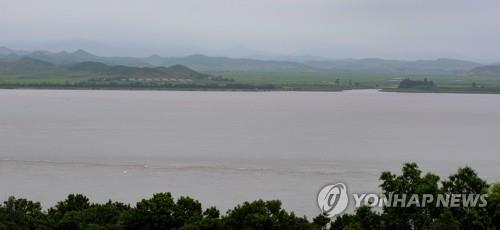 The Han River runs between South Korea's Ganghwa Island and North Korea's North Hwanghae Province, in this photo taken July 27, 2020. (Yonhap)