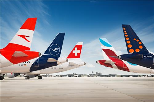 This undated file photo, provided by Lufthansa Group Airlines, shows the group's airline affiliates -- Austrian Airlines (from left), Lufthansa German Airlines, Swiss International Airlines, Eurowings and Brussels Airlines. (PHOTO NOT FOR SALE) (Yonhap)