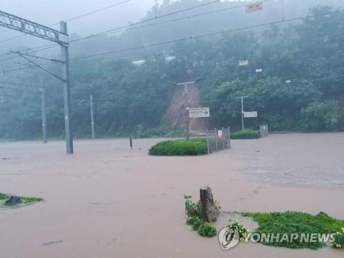 A railway running through Chungju, North Chungcheong Province, is submerged due to heavy rain, in this photo provided by Korea Railroad Corp. (PHOTO NOT FOR SALE) (Yonhap)