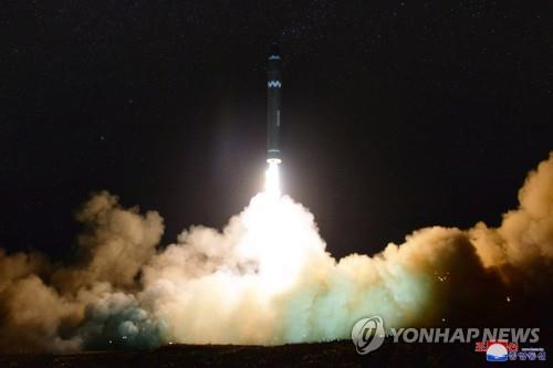 This photo shows the test-firing of North Korea's Hwasong-15 intercontinental ballistic missile on Nov. 29, 2017. The photo was released by the North's official Korean Central News Agency (KCNA) later in the day. (For Use Only in the Republic of Korea. No Redistribution) (Yonhap)