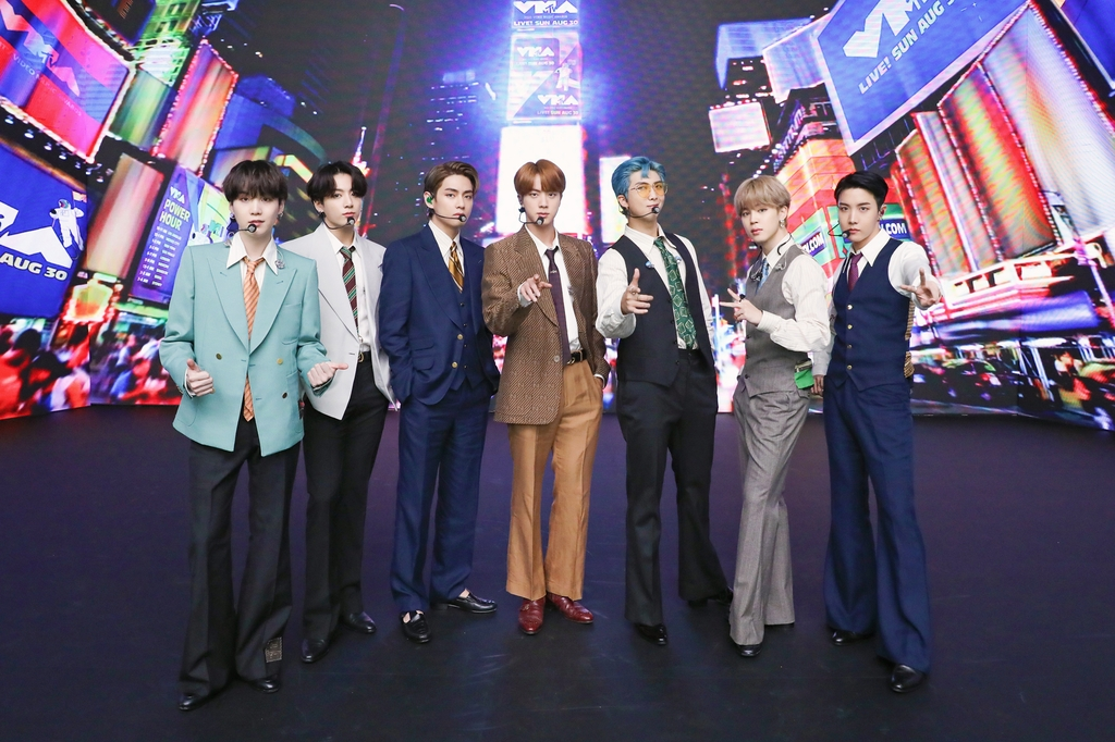"This photo provided by Big Hit Entertainment on Aug. 31, 2020, shows K-pop band BTS posing for photos ahead of a recent shooting of a performance for ""Dynamite"" aired on the 2020 MTV Video Music Awards. (PHOTO NOT FOR SALE) (Yonhap)"