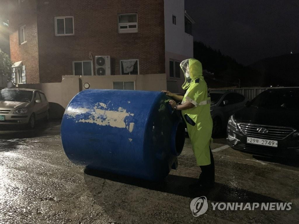 The photo provided by the Busan Metropolitan Police Agency shows a water tank that fell from the top of a house due to powerful winds in Busan, 450 kilometers southeast of Seoul, on Sept. 7, 2020. (PHOTO NOT FOR SALE) (Yonhap)