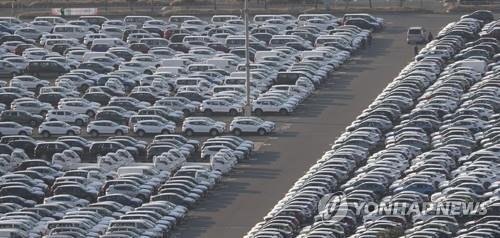 Moody's expects recovery in vehicle sales next year