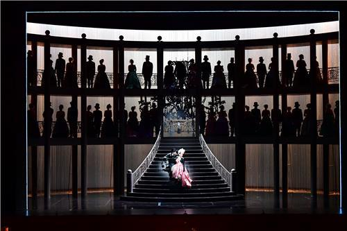 "A scene from the opera ""Manon"" by the Korea National Opera (PHOTO NOT FOR SALE) (Yonhap)"