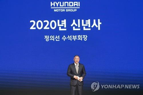 In this photo taken on Jan. 2, 2020, Hyundai Motor Group Vice Chairman Chung Euisun delivers a New Year's speech at a kickoff meeting with employees held at the group's headquarters in Yangjae, southern Seoul. (PHOTO NOT FOR SALE) (Yonhap)