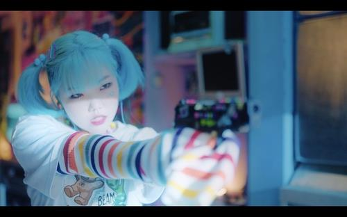 "This screenshot, provided by YG Entertainment, shows a scene from the teaser video of Lee Su-hyun's debut solo single ""ALIEN."" (PHOTO NOT FOR SALE) (Yonhap)"