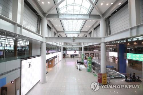 Incheon International Airport is seen mostly empty in the afternoon of Oct. 13, 2020. (Yonhap)
