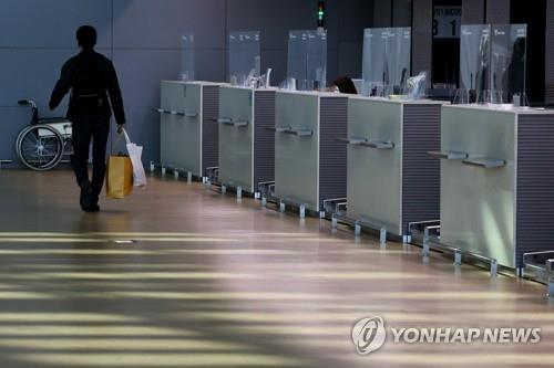 A passenger is seen at Incheon International Airport in Incheon on Oct. 8, 2020. (Yonhap)