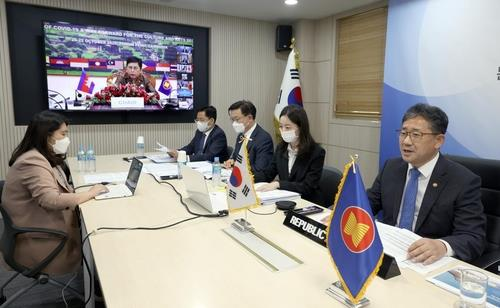 South Korean Culture Minister Park Yang-woo (R) takes part in a videoconference of ASEAN Plus Three culture ministers in Seoul on Oct. 22, 2020, in this photo provided by his ministry. (PHOTO NOT FOR SALE) (Yonhap)
