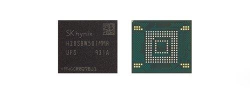 This photo provided by SK hynix Inc. shows the company's NAND flash chips. (PHOTO NOT FOR SALE) (Yonhap)
