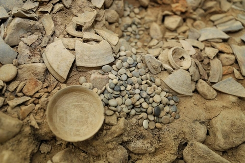 This photo, provided by the Gyeongju National Research Institute of Cultural Heritage on Dec. 7, 2020, shows natural Go stones excavated from an ancient tomb in Gyeongju, South Korea. (PHOTO NOT FOR SALE) (Yonhap)
