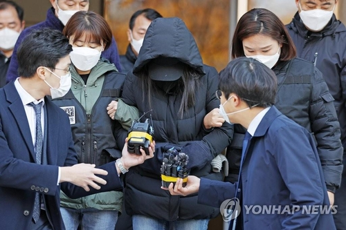 The adoptive mother of a 16-month-old baby girl leaves the Seoul Southern District Court after attending a hearing on an arrest warrant over the girl's death on Nov. 11, 2020. (Yonhap)