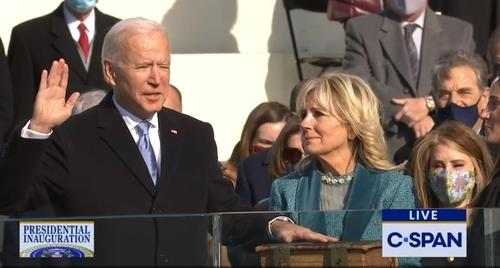 The captured image from U.S. cable news network C-Span shows Joe Biden taking the oath of office to become the 46th president of the United States in an inauguration ceremony in Washington on Jan. 20, 2021. (PHOTO NOT FOR SALE) (Yonhap)