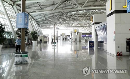 This file photo shows a nearly deserted terminal for international fights at Incheon International Airport, South Korea's main gateway west of Seoul. (Yonhap)