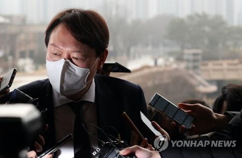 The Feb. 1, 2021, file photo shows Prosecutor General Yoon Seok-youl answering questions before meeting Justice Minister Park Beom-kye in Gwacheon, south of Seoul, on Feb. 1, 2021. (Yonhap)