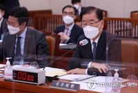 (LEAD) FM: Seoul, Washington 'earnestly discussing' COVID-19 vaccine swap deal