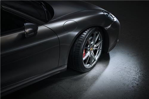 This file photo provided by Hankook Tire shows the Ventus S1 evo 3 tires mated with the Porsche 718 Boxter. (PHOTO NOT FOR SALE) (Yonhap)