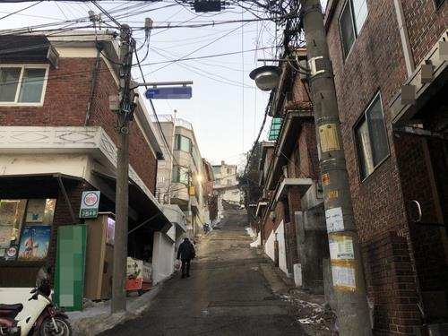 This file photo shows an alley in Bangbae-dong, southern Seoul. (Yonhap)