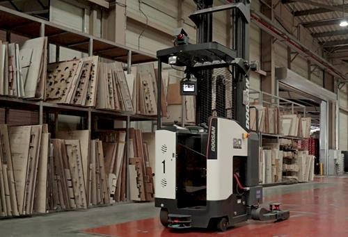 This photo provided by Doosan Corp. shows an unmanned forklift built by the company. (PHOTO NOT FOR SALE) (Yonhap)