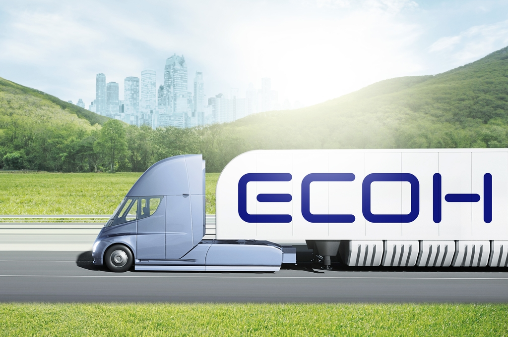 This image provided by Hyundai Glovis Co. on Oct. 4, 2021, shows a truck transporting hydrogen. (PHOTO NOT FOR SALE) (Yonhap)