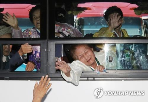南北離散家族の再会終了を報道 北朝鮮メディア