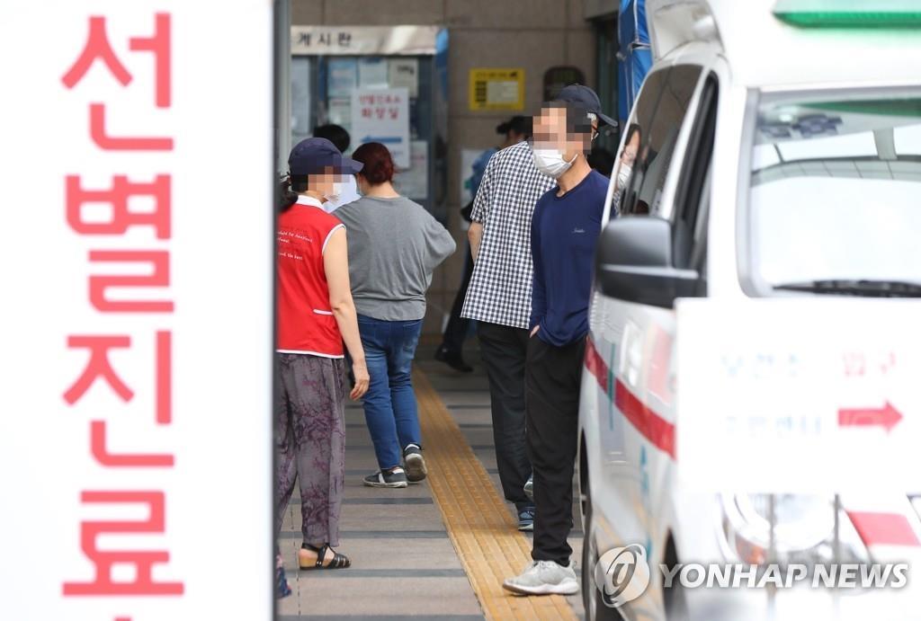 ソウル市内の保健所に設置された新型コロナウイルスの専用診療所=(聯合ニュース)