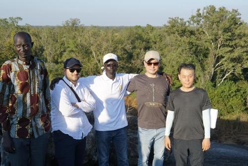 남수단 신수도 건설 예정지를 찾은 서영엔지니어링 관계자들과 남수단 기술자들[남수단한인회 제공]