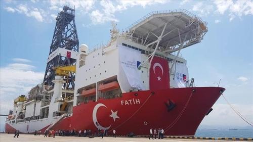 터키의 자원 탐사용 시추선 파티흐