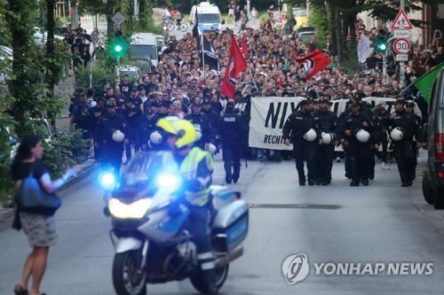뤼브케 살해사건으로 촉발된 극우 폭력 반대하는 시위