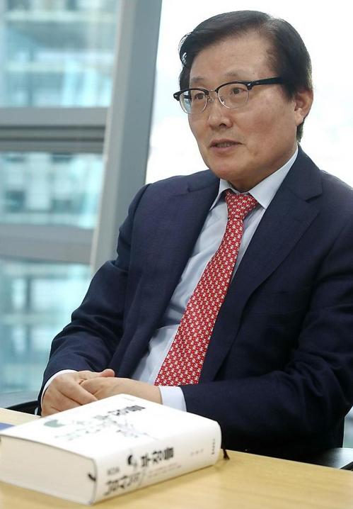 '남산의 부장들' 쓴 김충식 교수