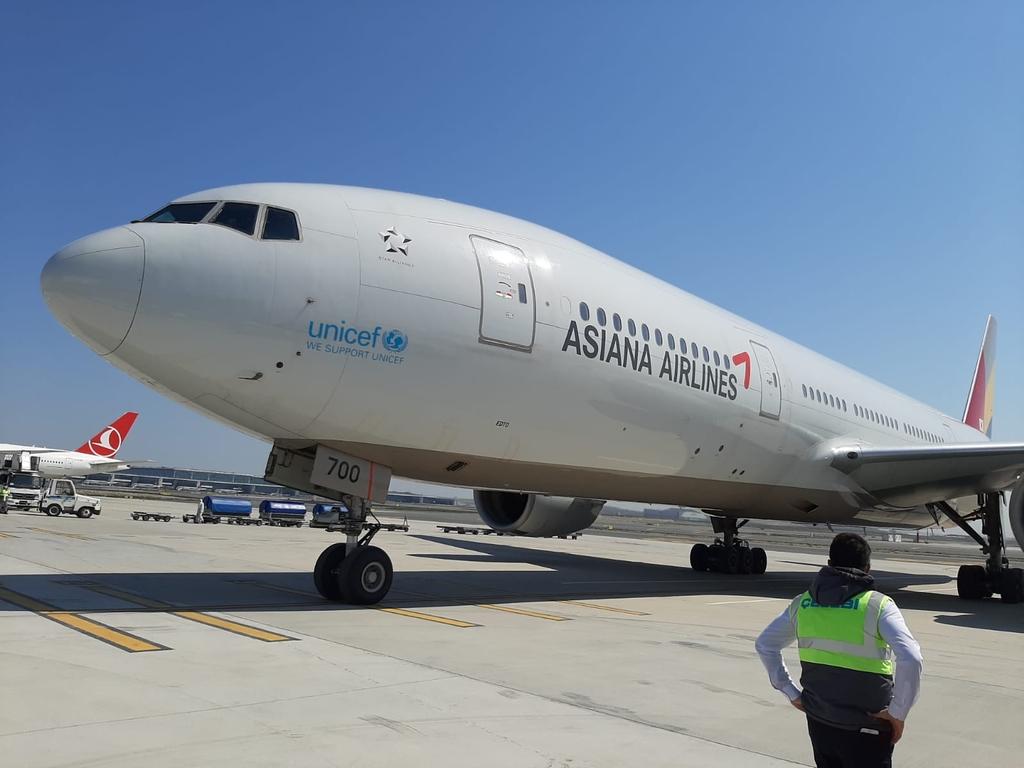 터키 이스탄불 공항에 도착한 아시아나항공 특별기