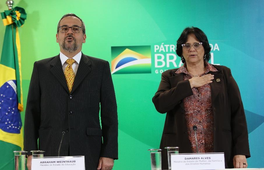 브라질의 아브랑 베인트라우비 교육부 장관(왼쪽)과 다마리스 아우비스 여성가족인권부 장관 [국영 뉴스통신 아젠시아 브라질]