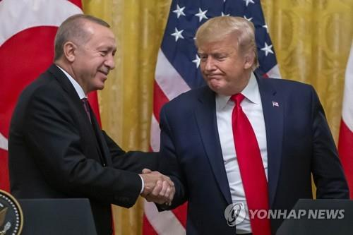 지난해 11월 미국 백악관에서 만난 트럼프(우) 미국 대통령과 에르도안 터키 대통령