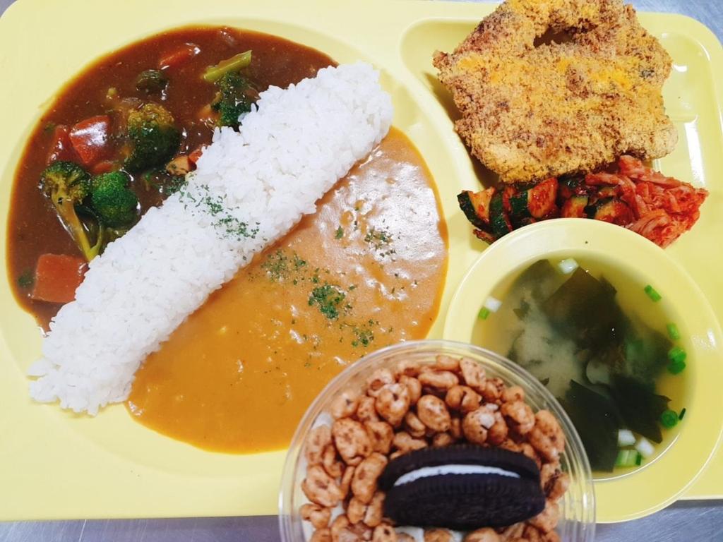경구고 급식 태국식 뿌빳퐁커리와 수제 왕돈까스