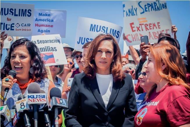 2018년 가족 분리 정책에 반대하며 캘리포니아의 교도소를 찾은 카멀라 해리스
