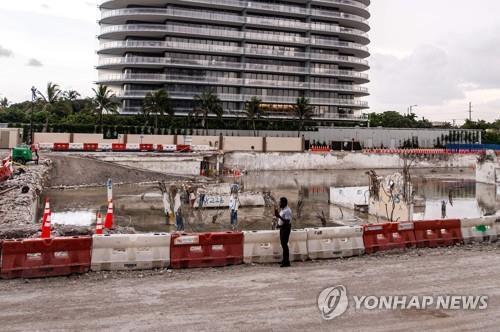 미국 플로리다주 서프사이드 아파트 붕괴 현장 [AFP=연합뉴스 자료사진]