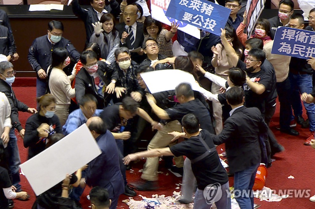 Taiwan Parliament Pork Fight