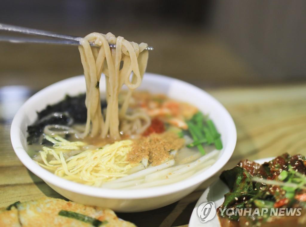 영월 고씨동굴 앞 강원토속식당의 칡국수 [사진/성연재 기자]