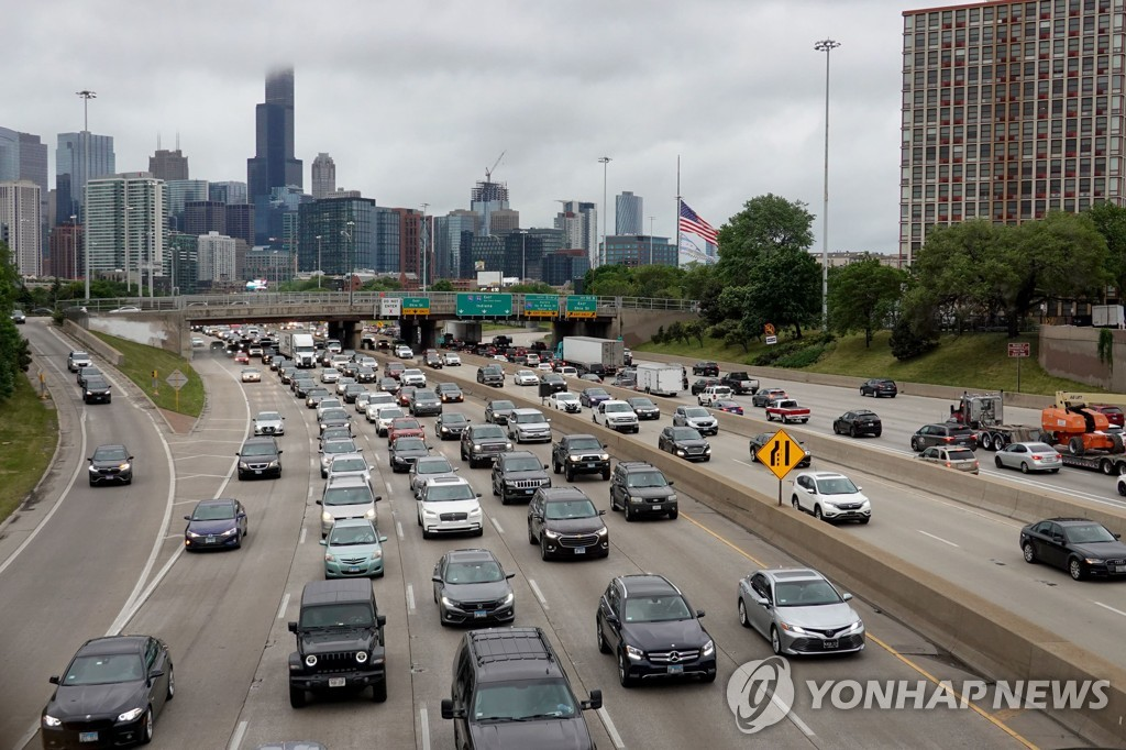 [AFP=연합뉴스] 시카고의 차량 행렬