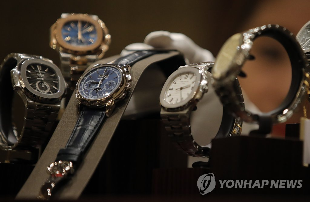 Montres de luxe suisses. (Photo d'archives Yonhap)