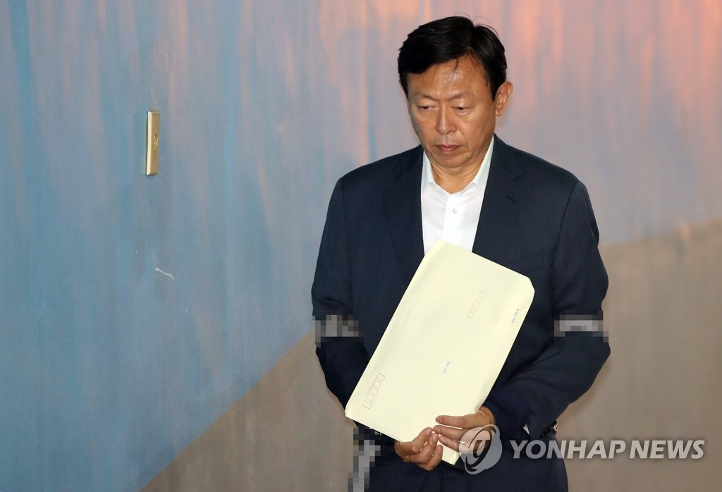 Lotte Group CEO Shin Dong-bin (Yonhap)