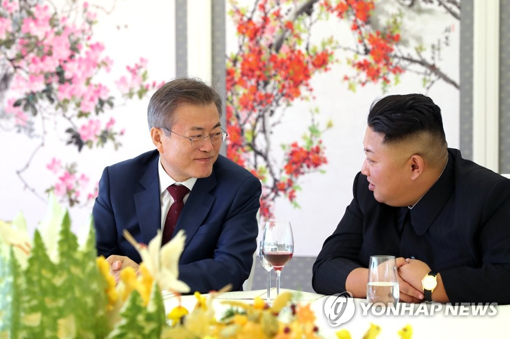 In this file photo, taken on Sept. 20, 2018, South Korean President Moon Jae-in (L) and North Korean leader Kim Jong-un chat during a luncheon at a guesthouse of Lake Samji near the North's northern border. Moon ended his three-day visit to North Korea with an excursion to Mount Paekdu, the tallest mountain on the Korean Peninsula, with Kim. The leaders agreed during their summit talks on a wide range of steps to ease cross-border tensions. (Pool photo) (Yonhap)