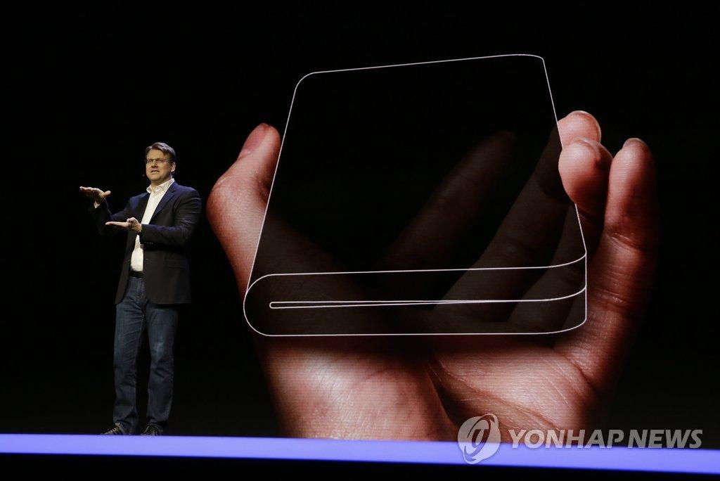 삼성 개발자 콘퍼런스에서 '폴더블 디스플레이' 첫 공개