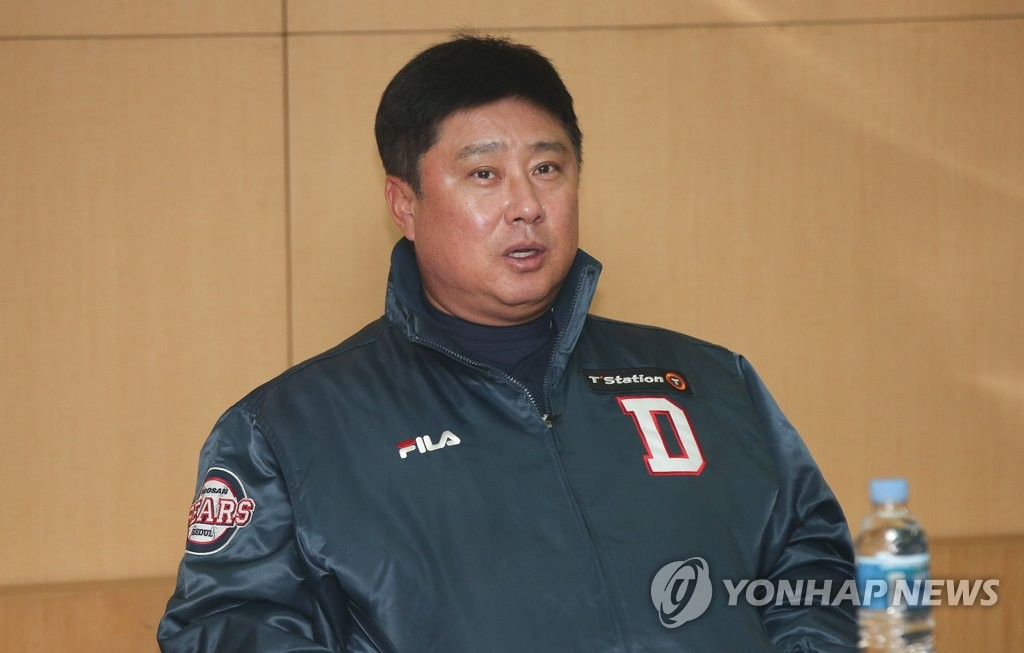 In this file photo from Nov. 10, 2018, Kim Tae-hyoung, manager of the Doosan Bears, speaks at his pre-game media conference before taking on the SK Wyverns in Game 4 of the Korean Series at SK Happy Dream Park in Incheon, 40 kilometers west of Seoul. (Yonhap)